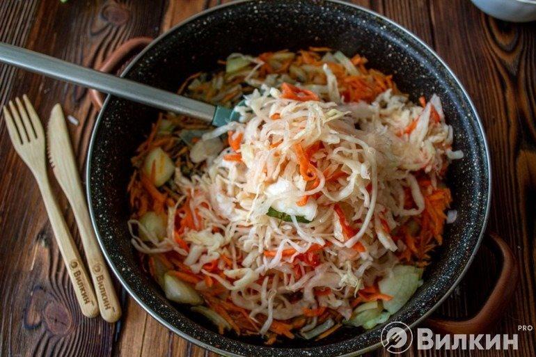 Обжарка овощей с квашеной капустой