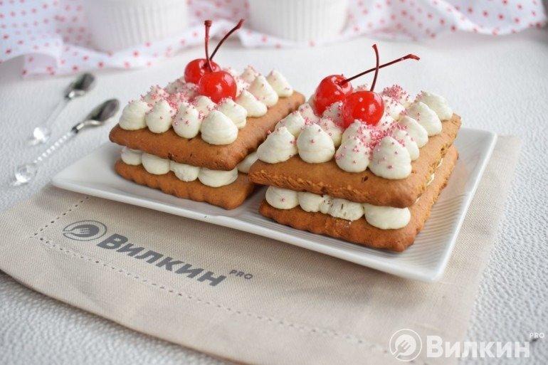 Медовые пирожные на десерт