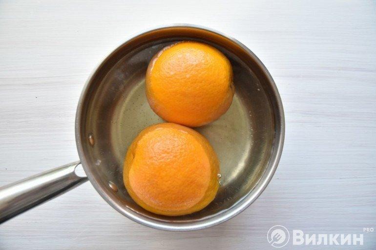 Апельсины в воде