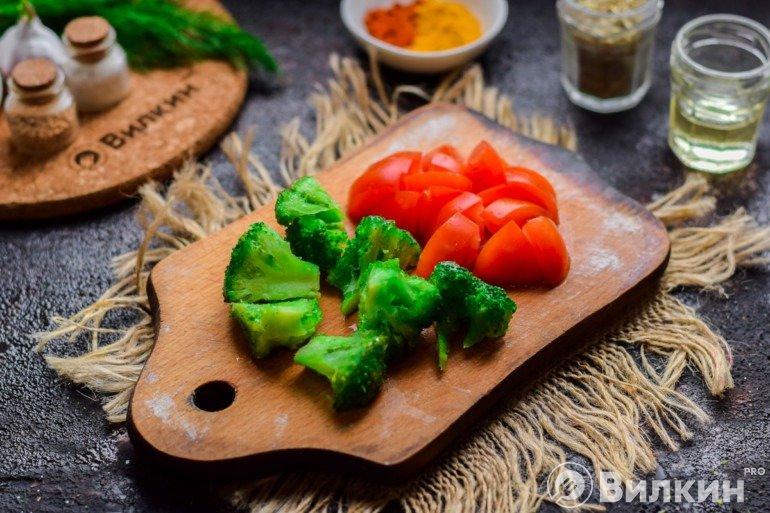 Брокколи и томаты