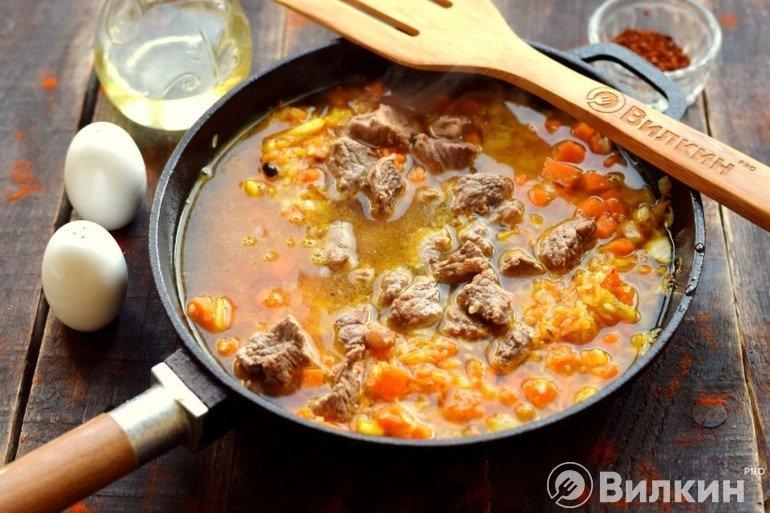 Добавление говяжьего бульона с мясом