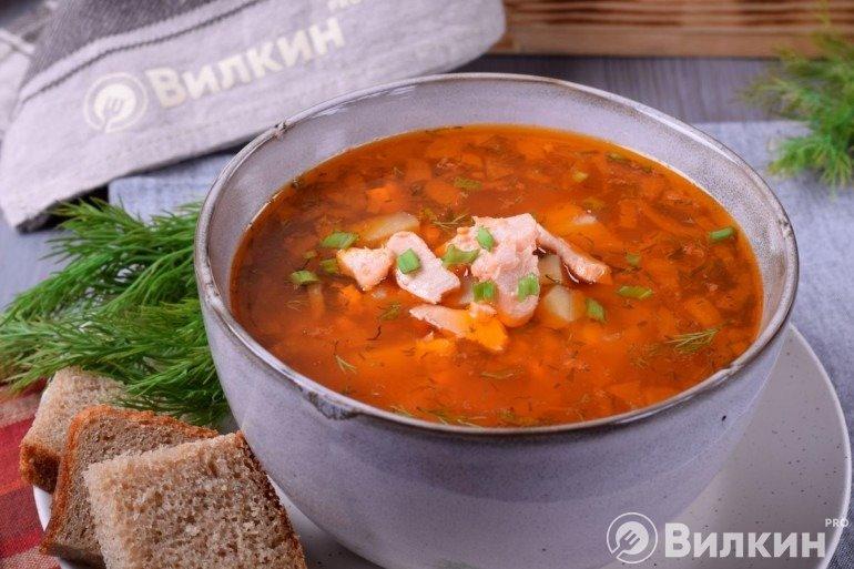 Готовый суп из форели на обед