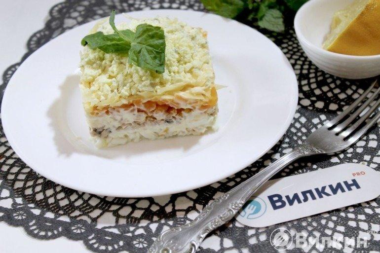 Салат «Мимоза» с консервированной горбушей