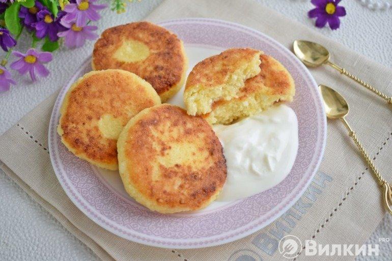 Сырники со сметаной на завтрак