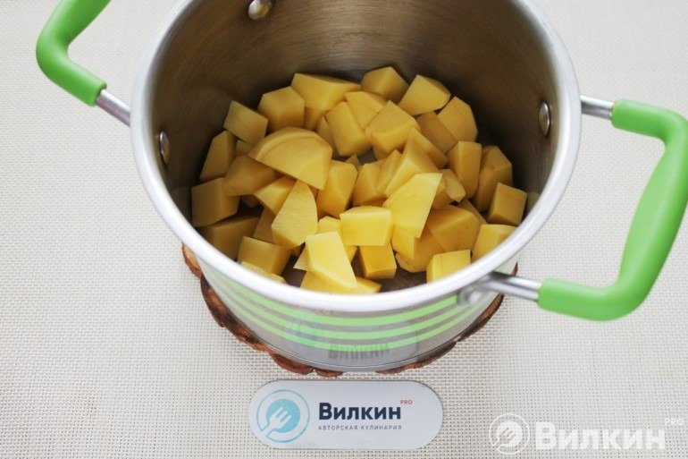 Закладка картошки к овощам
