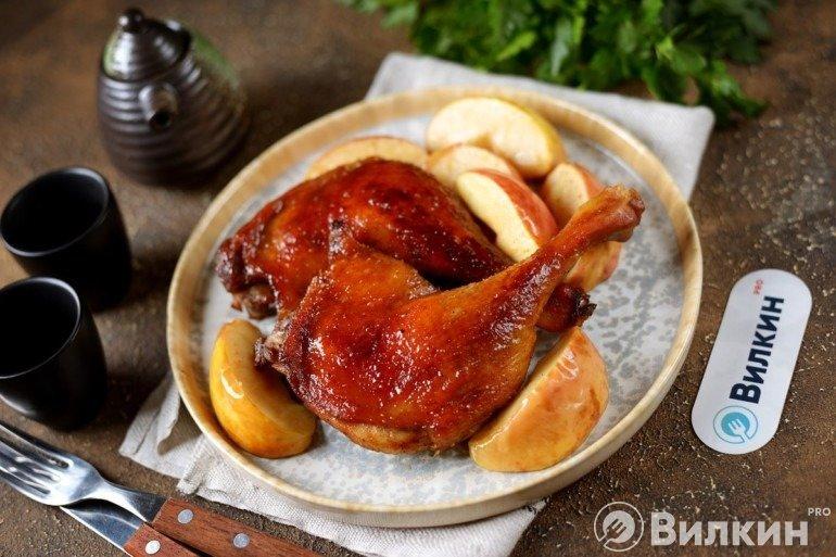 Утиные окорочка с яблоками
