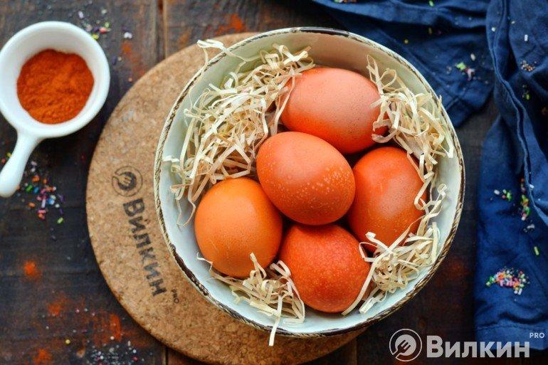 Крашеные яйца для пасхального стола