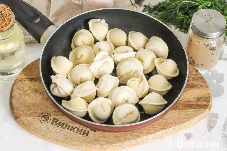 Полуфабрикаты на сковороде