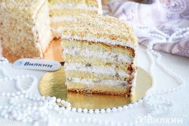 Бисквитный торт с творожным кремом и фруктами