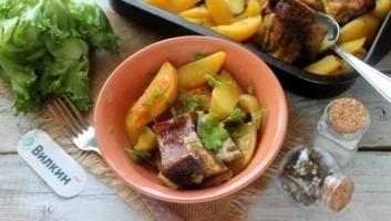 Говяжьи ребрышки с картошкой в духовке