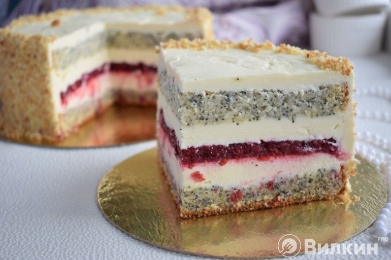 Бисквитный торт с кремом и конфи