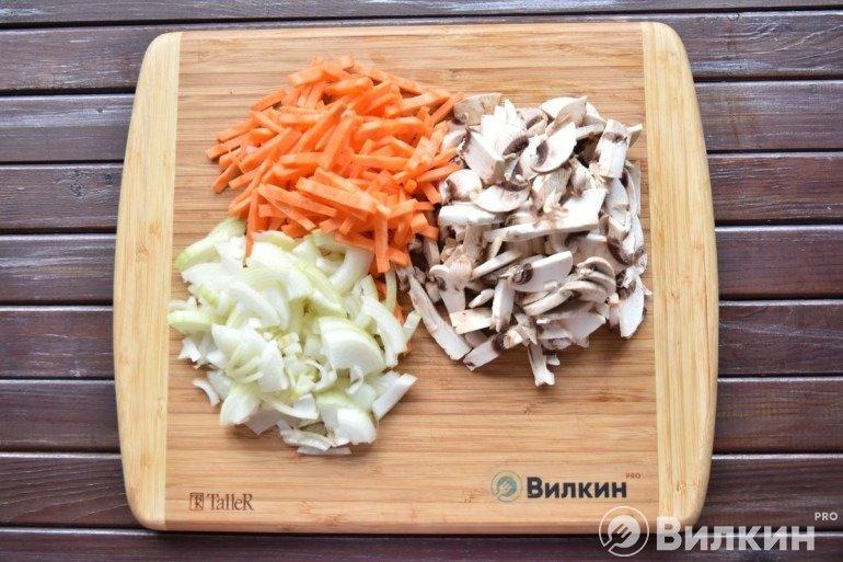Грибы, лук, морковь