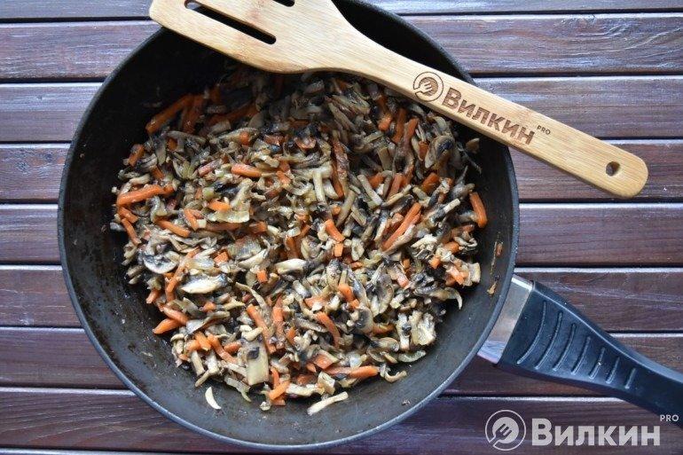 Обжарка грибов с овощами