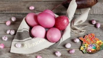 Пасхальные яйца, крашеные свеклой (розовые)