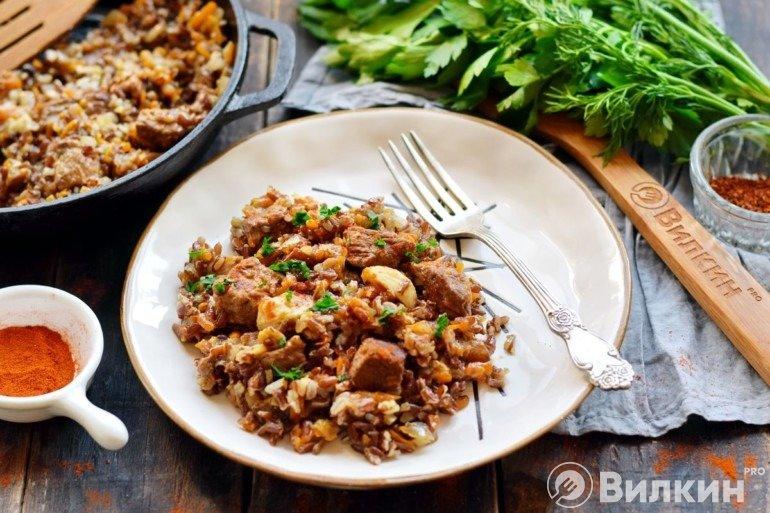 Плов из бурого риса на обед
