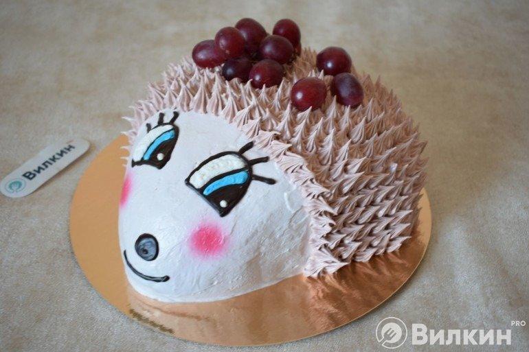 Готовый торт в виде ежа