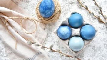 Яйца, крашеные капустой (синие)