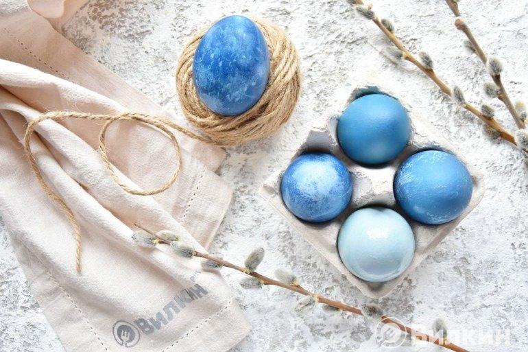 Как покрасить яйца капустой в синий цвет