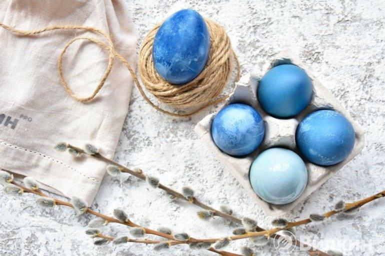 Синие и голубые яйца на Пасху