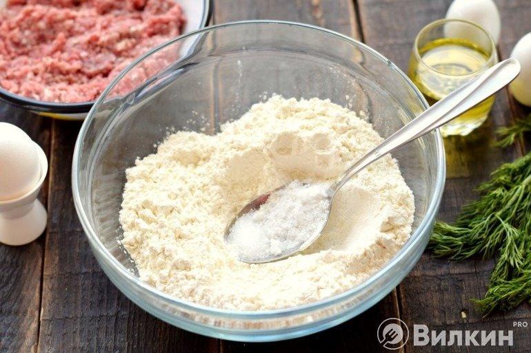 Мука с солью и сахаром