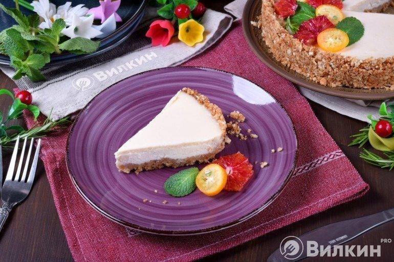 Кусочек чизкейка на десерт