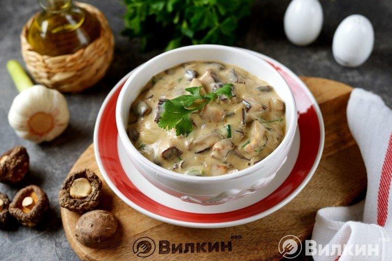 Соус из сушеных грибов и сливок