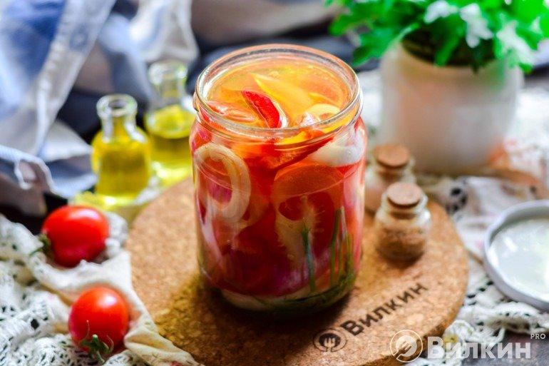 Маринованные помидоры с перцем и луком