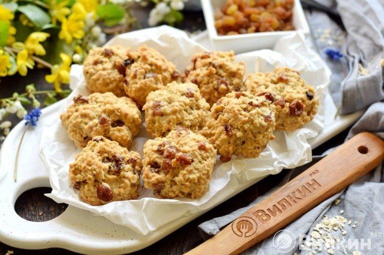 Печенье из овсяных хлопьев с изюмом