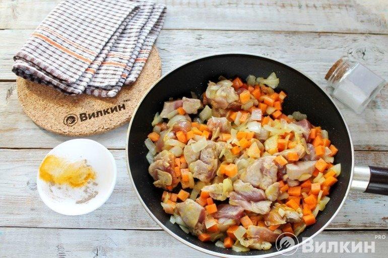 Обжарка овощей и мяса