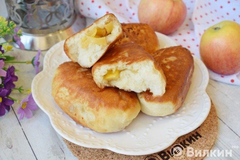 Жареные пирожки с яблоками