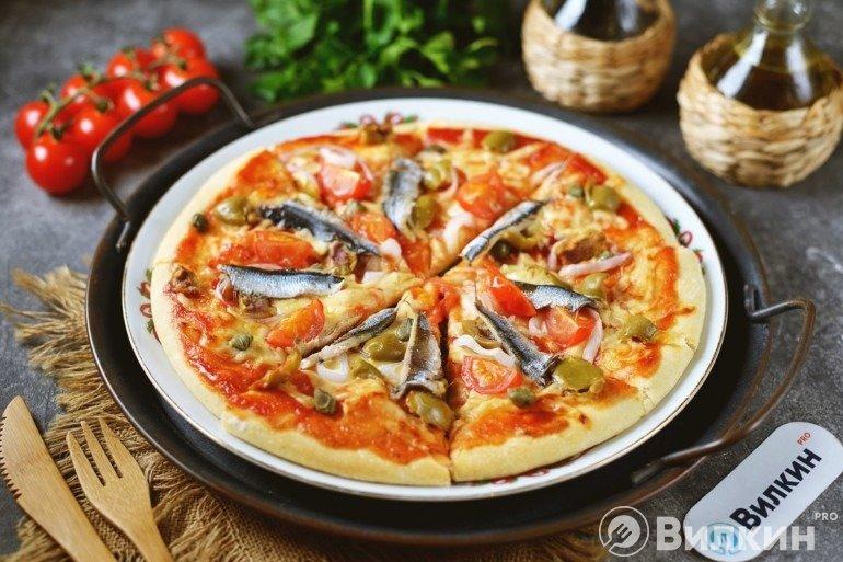 Пицца с анчоусами и каперсами на ужин
