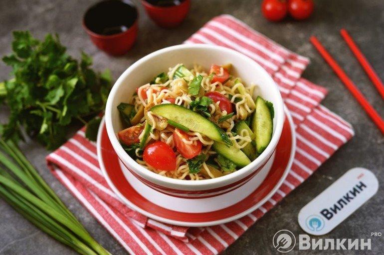 Салат из лапши «Роллтон»
