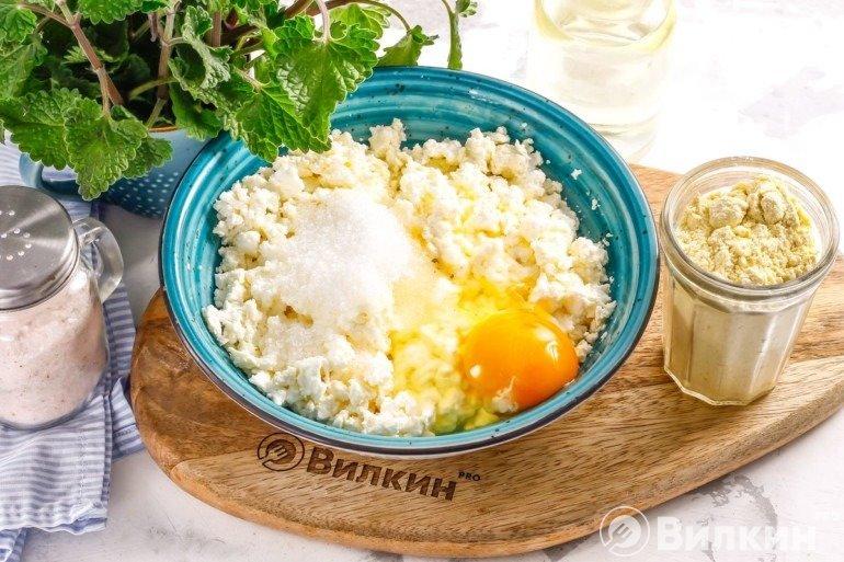 Рикотта с сахаром и яйцом