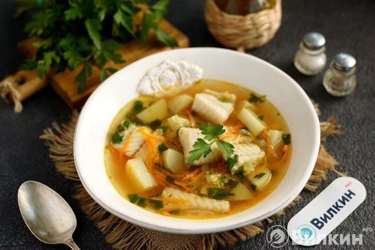Порция рыбного супа с кускусом