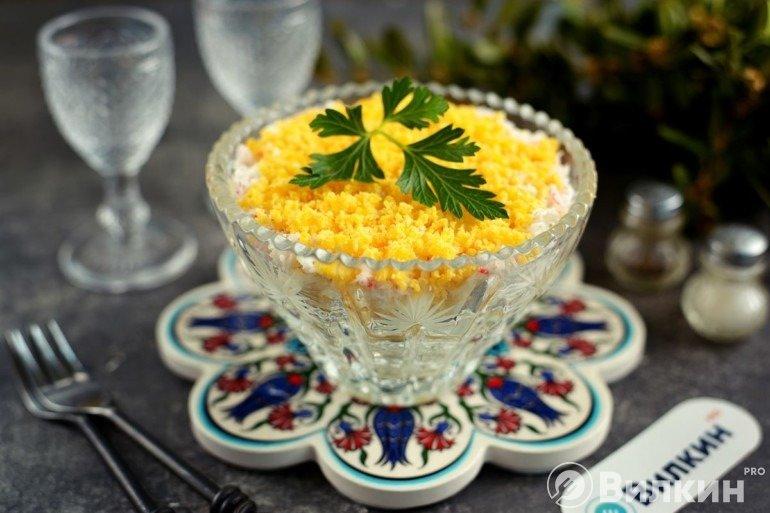 Салат «Нежность» с крабовыми палочками и сыром
