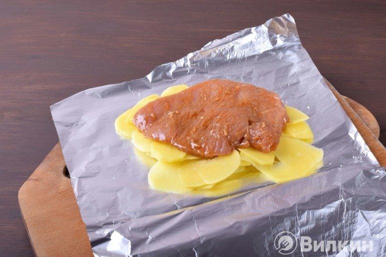 Укладка филе на картофельную подушку