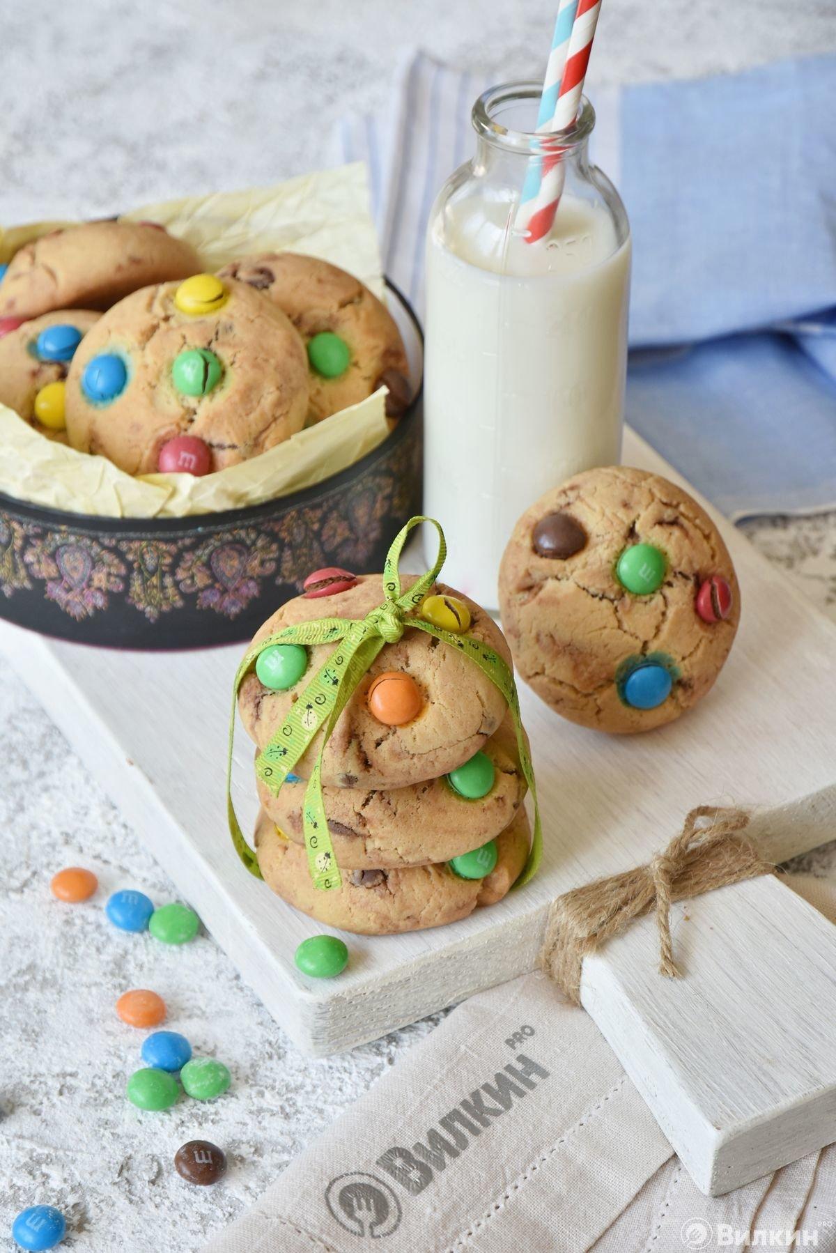 Печенье с шоколадом и драже M&M's