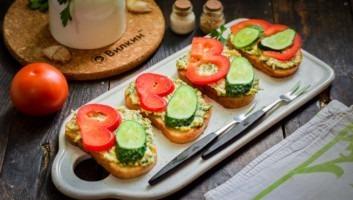 Бутерброды с яйцом и болгарским перцем на скорую руку