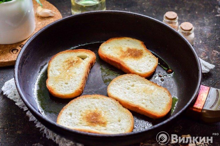 Поджаривание кусочков хлеба