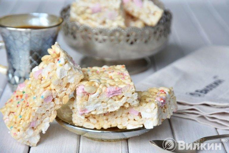 Десерт из воздушного риса и маршмеллоу