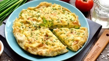 Яичница в лаваше с сыром на сковороде