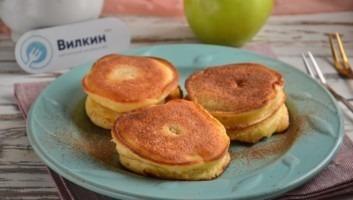 Жареные яблоки в тесте