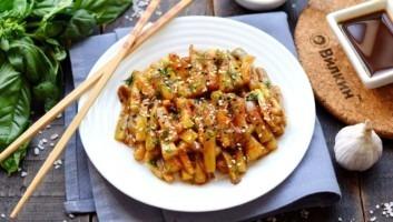 Кабачки с соевым соусом и чесноком на сковороде