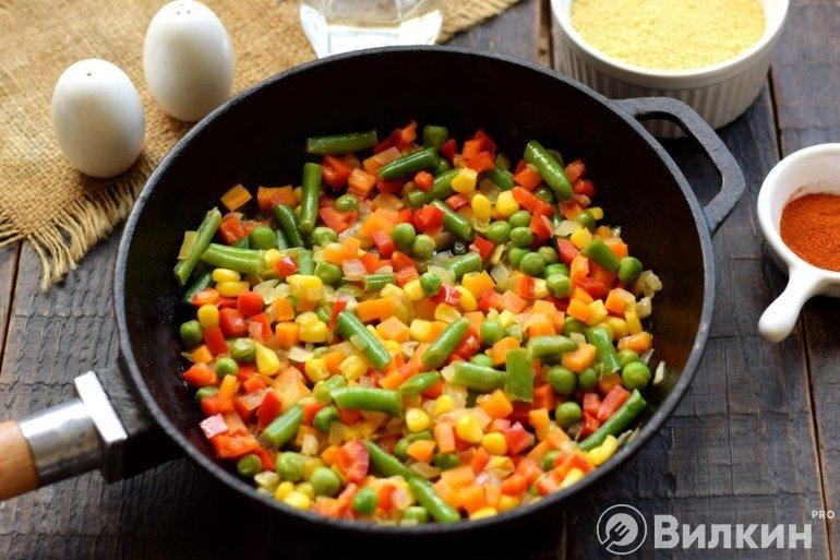Добавление фасоли, кукурузы и горошка