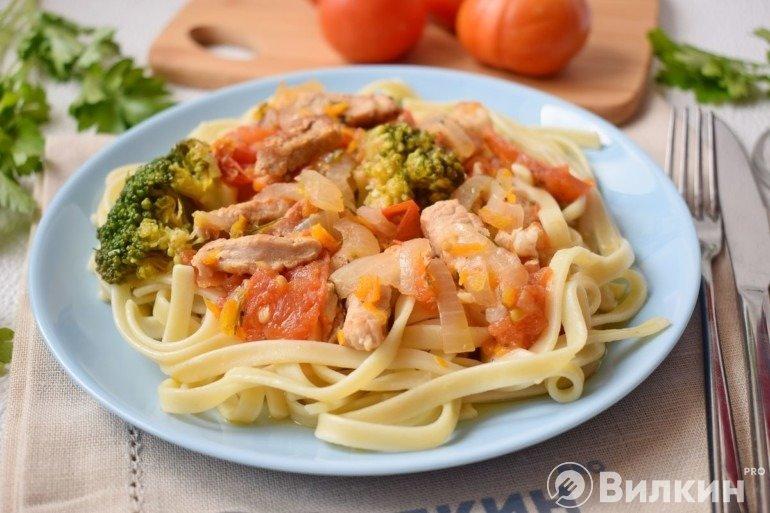 Лапша со свининой и овощами на ужин