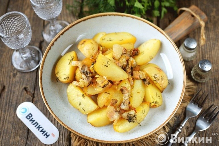 Вкусная картошечка на сале с укропом в духовке