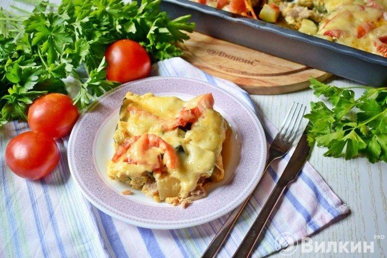 Запеканка из куриного филе с кабачками и помидорами