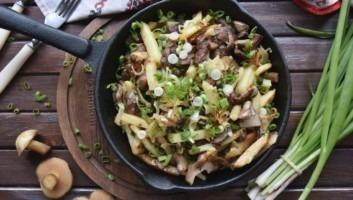 Жареные маслята с картошкой и луком