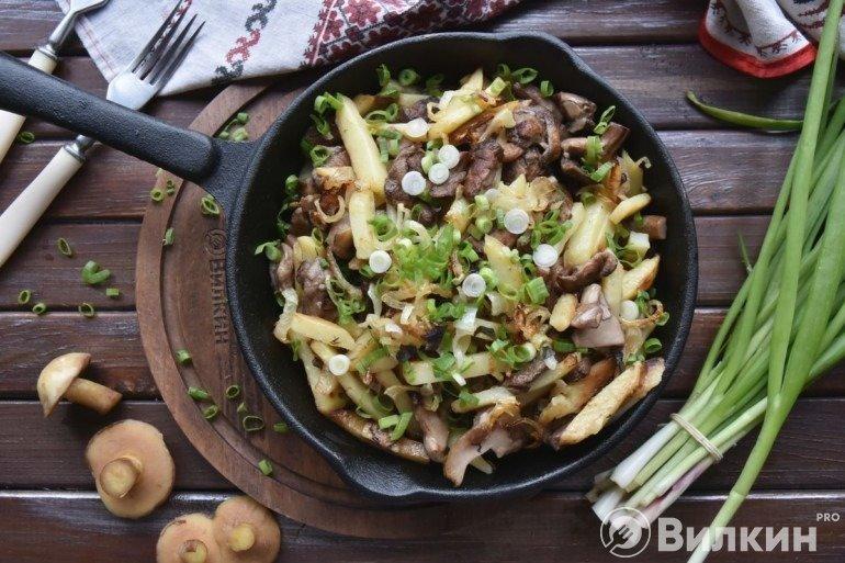 Жареные маслята с картошкой и луком: вкус, который перенесёт вас в детство