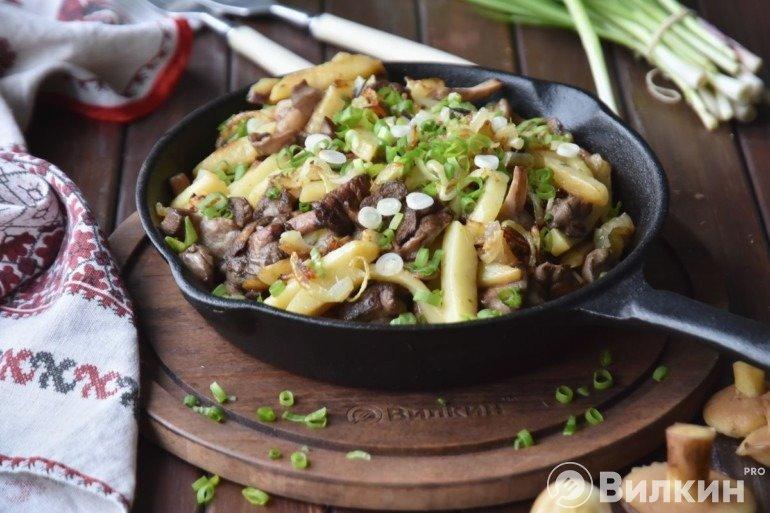 Жареная картошка с грибами маслятами